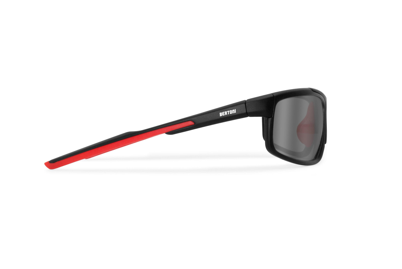 Occhiali fotocromatici polarizzati sportivi ciclismo golf running - lenti antifog - nasello regolabile - by Bertoni Italy P180FTC  - nero opaco / rosso lava